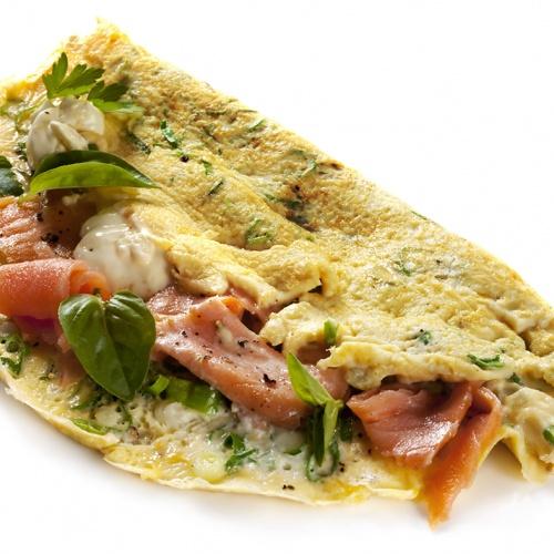 Vaječná omeleta s čerstvým sýrem a lososem